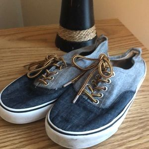 Boy's Old Navy canvas shoes